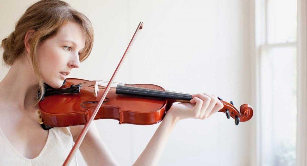 Intermediate violins - a player is playing a good intermediate violin